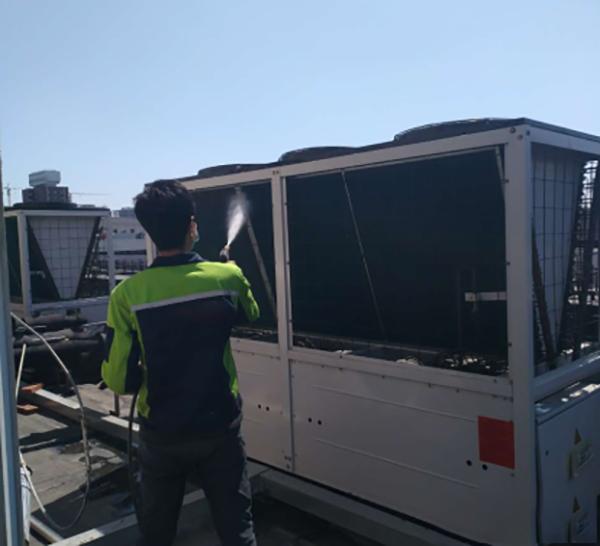 大型中央空调管道清洗步骤